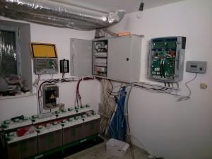 Hybrydowa instalacja słońce+wiatr+akumulatory